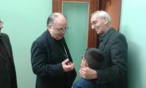 il Vescovo con l'assistente diocesano MAC Salerno don Mario D'Elia